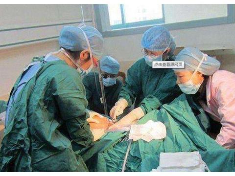 医生剪脐带时,为什么新生儿会哇哇大哭而妈妈没感觉,原因在这里
