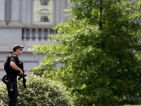 白宫外突发枪击案,特情局特工立即动手,美国总统被迫紧急撤离