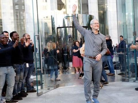苹果老板蒂姆·库克加入亿万富翁俱乐部