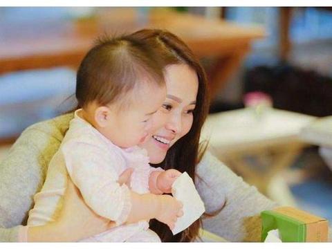 高龄产女,伊能静担心4岁的米粒,成年以后谁保护她