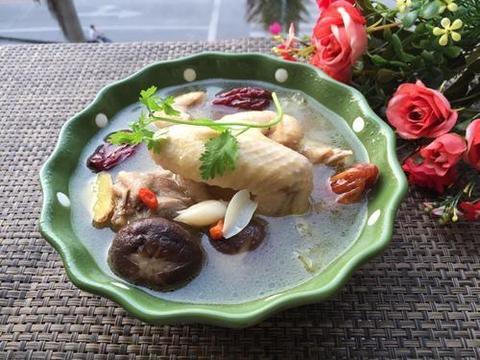 养生汤分享:清炖蘑菇土鸡、番茄鱼头汤、紫菜豆腐汤的做法