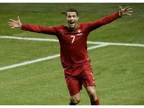 足坛史上最强的五位前锋:梅西C罗入选,榜首无人能及