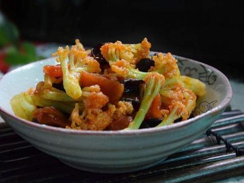 家常好吃的花菜炒木耳,营养美味还能解馋,厨房小白也能学会