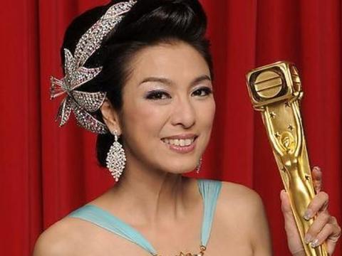 她被誉为香港第一美女,成龙也曾对她倾心,今65岁状态良好