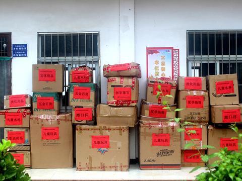 河南尚超供应商商会去洛宁县捐赠爱心物