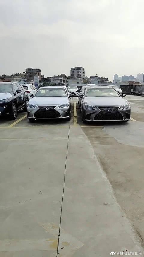 雷克萨斯LS凭啥比ES贵了80万?俩车停在一起我明白了!