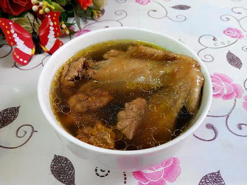 养生汤分享:红枣核桃煲鸡、蘑菇浓汤、鱼头豆腐汤的做法