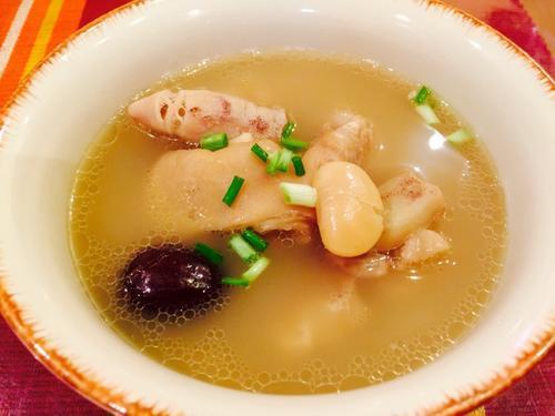 养生汤分享:雪豆鱿鱼炖猪蹄、菠菜猪肝汤、冬瓜排骨汤的做法