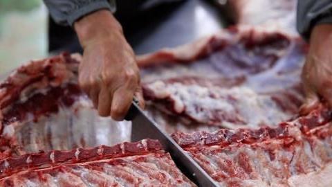 若猪肉跌不回涨价之前,消费者吃不起猪肉,是否会考虑涨工资?