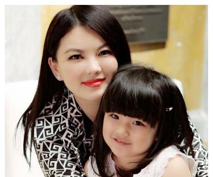因为王诗龄,李湘狠心辞掉跟了她16年的保姆,还难过地哭了一夜!