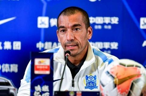 广州富力4轮联赛打进1球丢11球,球队成绩如果不改善范帅帅位不保