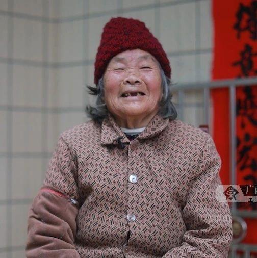 """【你笑起来真好看】梧州村村有产业,贫困户拿稳脱贫""""饭碗"""""""
