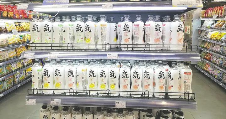 """网红饮料元气森林陷""""伪日系""""争议""""喝不胖""""的苏打气泡水不如白开水?"""