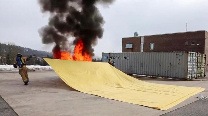 可以灭火的地毯,已被消防员普及,还能防止爆炸