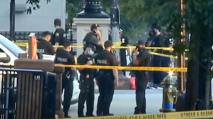 枪击事件发生后白宫被封锁 嫌犯胸部中枪,一特工也被送进医院