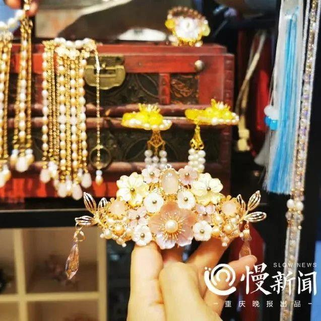 慢新闻|唐春花,巧手下的中国风发饰栩栩如生