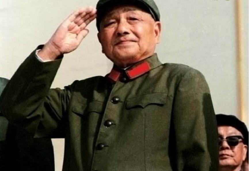 邓小平完整阅兵纪录片:秦基伟迎接邓小平,邓小平微笑着敬礼