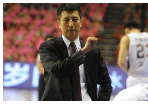 场均28分16板,命中率66%!对位打爆周琦,广东该怎么防他?