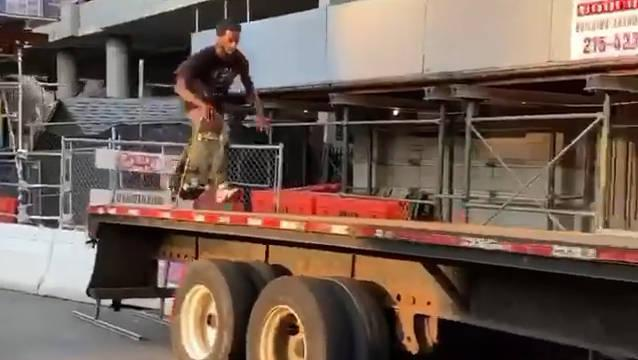 Myquel 整条线最惊人的地方在于开头跳上平板车挂 !