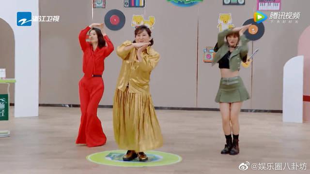 赵粤教贾玲刘敏涛女团舞,玲姐现场顺拐 哈哈哈哈哈……