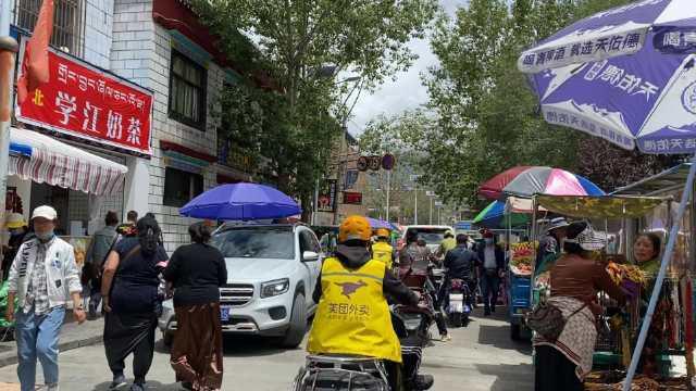 实拍西藏拉萨最热闹的小巷,绿松石、红珊瑚和老茶馆,应有尽有