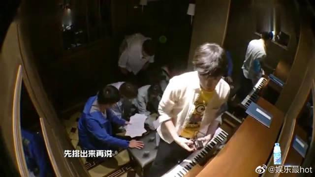 钢琴声一停,陈赫更害怕了,好惨一男的