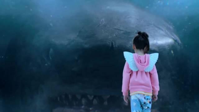 电影《巨齿鲨》前方高能!屏住呼吸观看效果最佳 (cr:fun gay)