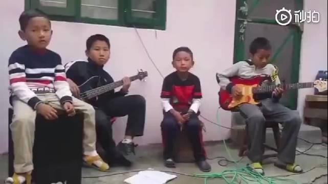 佛系主唱+厌世鼓手+灵魂贝斯+懵逼吉他
