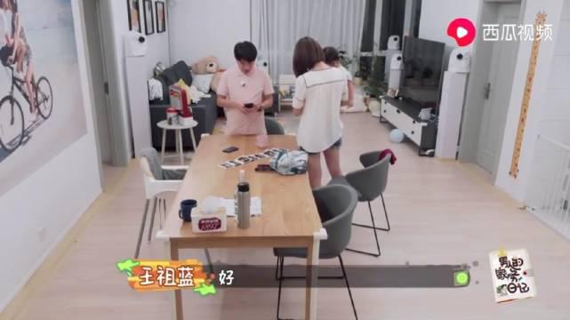 王祖蓝跟妈妈视频通话,女儿跟奶奶打招呼好可爱,李亚男狂夸老公