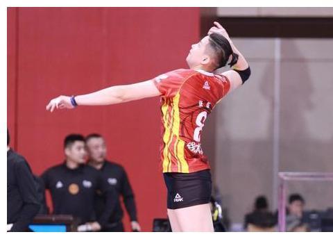有情调!中国女排奥运冠军现身音乐会,国家队前队友晒绿色九宫格