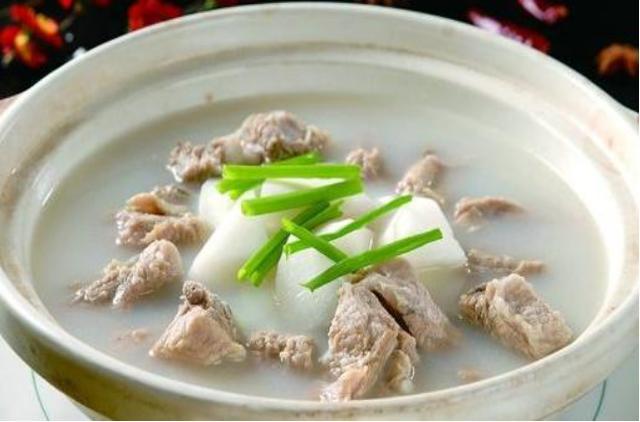 精选美食:萝卜排骨汤,白灼金针菇,玉米炖猪蹄,酸菜炖猪蹄