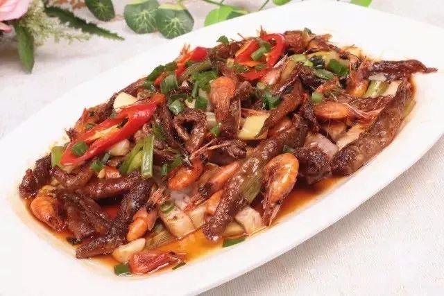 美食精选:拍蒜紫苏蒸鱼虾、砂锅鱼杂、太极蒸双蔬、白蘑扣牛筋