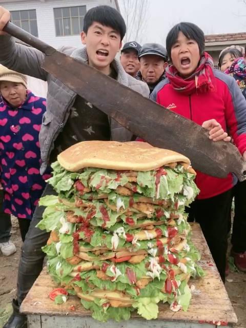 一刀切开100斤汉堡🍔吃货张磊吖农村孩子王