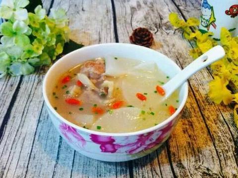 养生汤分享:白萝卜炖筒子骨、淮山胡萝卜凤爪、龙骨冬瓜简单做法