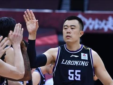 广东男篮昨晚温情细节多,尤其是获胜后首条微博,引无数球迷点赞