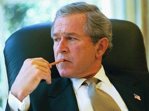 攻击阿富汗,除掉萨达姆,如今74岁的美国前总统小布什在忙什么