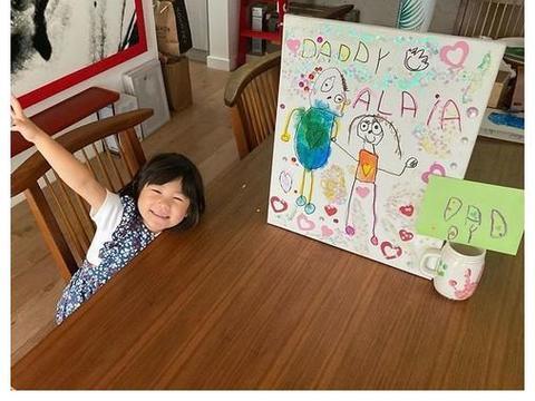 陈冠希女儿3岁了!巧手画画被大人赞:太有天赋 他得意PO作品