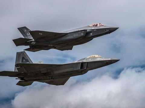 F35发动机的推力如此之大 却在速度和机动性能上 始终比不过F22