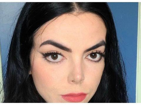 英国17岁女孩长得酷似迈克尔·杰克逊走红,被质疑整容气得删美照