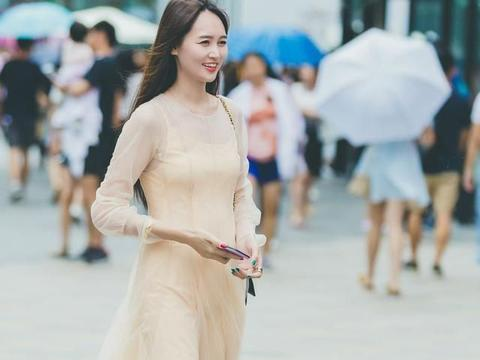 裙装就是为了女生的优雅而存在,换上心仪的款式,让造型靓丽起来