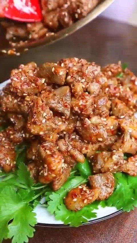 自制孜然羊肉粒,肉嫩鲜香,不膻不腻,一口一个超过瘾~