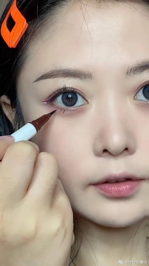 粉紫妆重叠眼线教程,这个妆容真的太干净了~