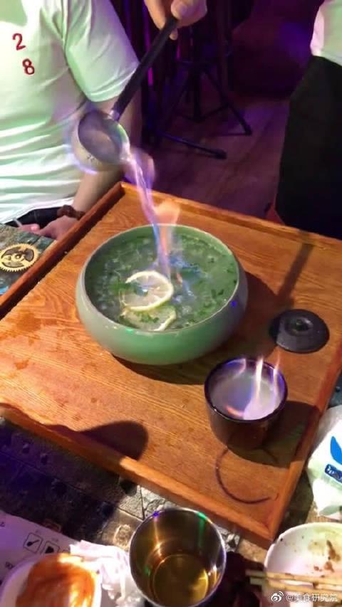 网上很火的伏特加,这一盆很实惠,喝完以后我会像大娃一样喷火吗