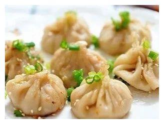 精选美食:娃娃素菜卷,生煎小笼包,肉酿青椒,回锅肉的做法