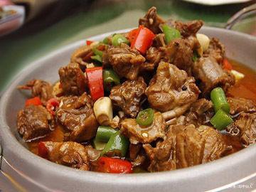 美食推荐:平锅鸭、香荠菜炒银斑、香椿芽拌豆腐制作方法