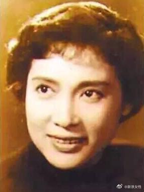她身上光环无数,是中国电影世纪奖最佳女演员,中国十大女杰……