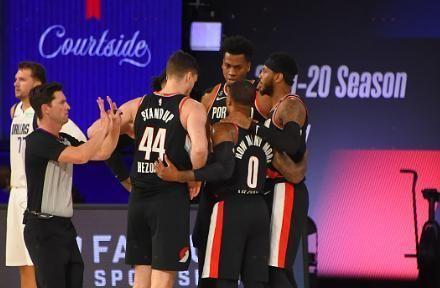NBA常规赛继续进行,开拓者对阵独行侠的比赛中