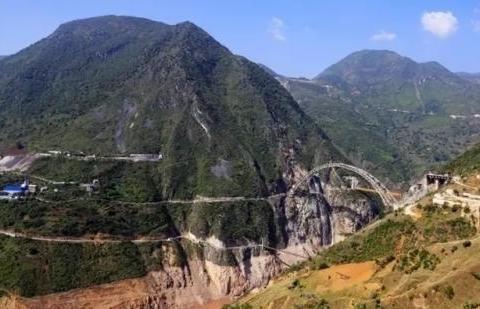 中国最难开凿隧道,历时10年未打通!喷涌的水量可以灌满10个西湖