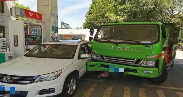 车出事故后接20多个修理厂电话 司机:手机号咋泄露的?