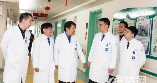 青大附院泌尿外科西海岸二病区:扎实技能 让患者露出笑容